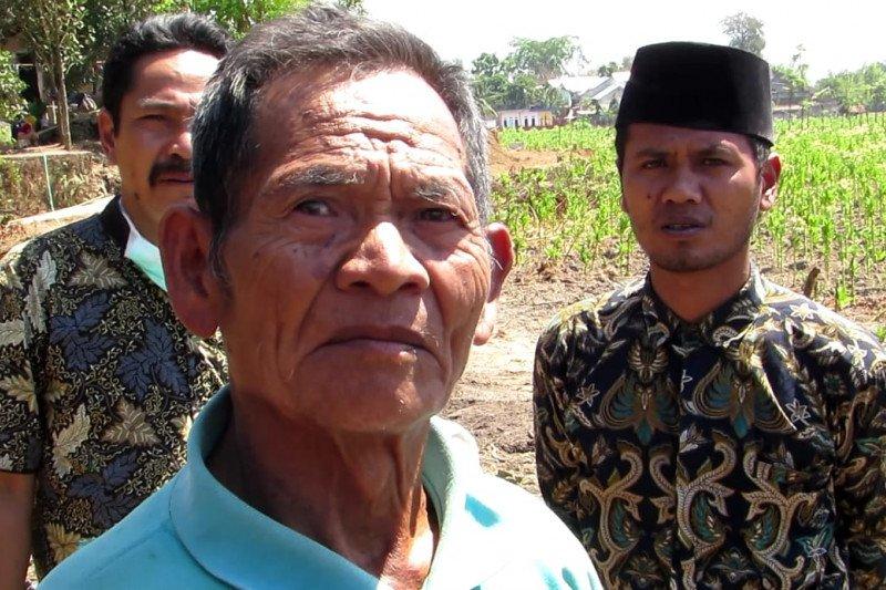 Warga Lombok Tengah sumbangkan tanah dan rumah untuk jalan