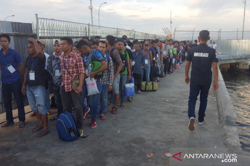 Imigrasi Nunukan wawancara 143 TKI Bermasalah dari Sabah