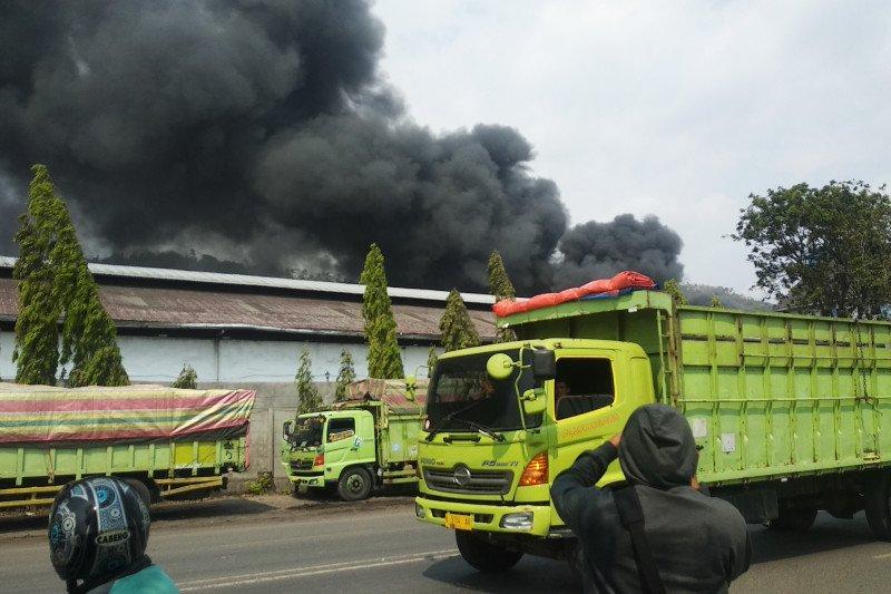 Gudang milik CV Bumi Waras terbakar