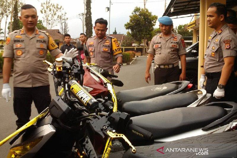 Komplotan pencuri sepeda motor melalui medsos diringkus polisi Garut