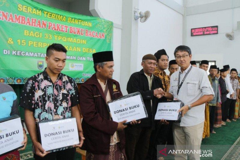 PLTU Batang salurkan ribuan buku untuk perpustakaan desa