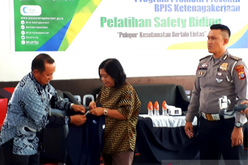 BPJS Ketenagakerjaan latih keselamatan berkendara bagi pekerja di Kota Palu