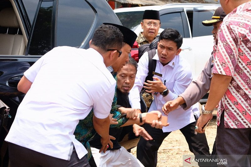 Warga Pandeglang kecam penusukan terhadap Menkopolhukam Wiranto