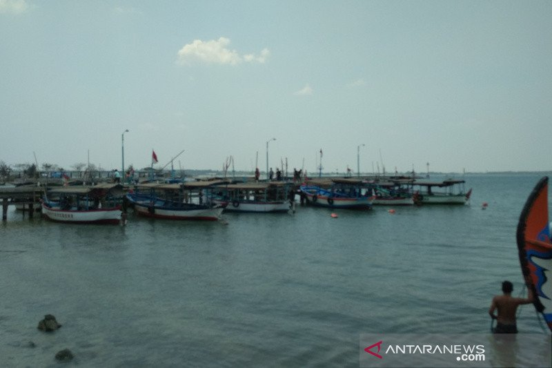 Perahu wisata ke Pulau Panjang Jepara sepi penumpang