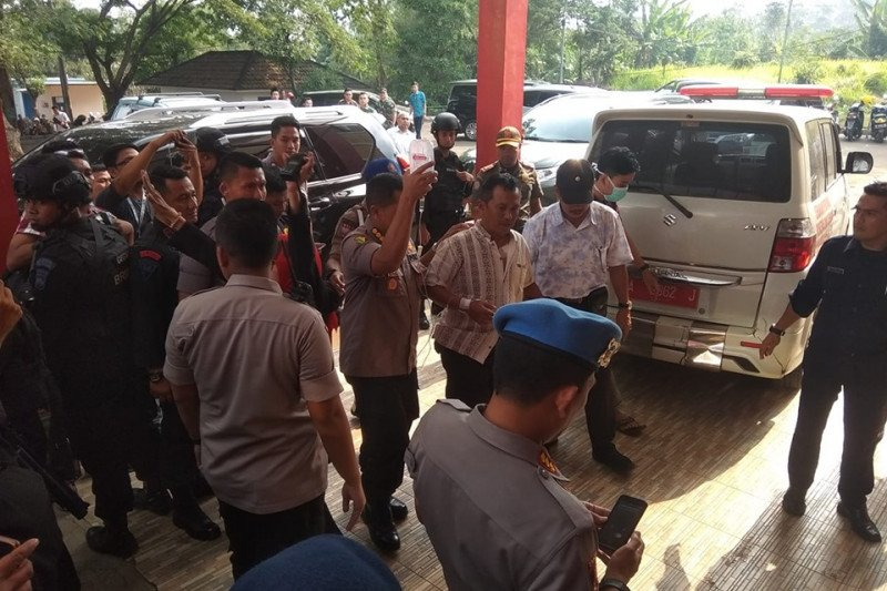 Perawatan Kapolsek Menes dirujuk ke RS Sari Asih Serang