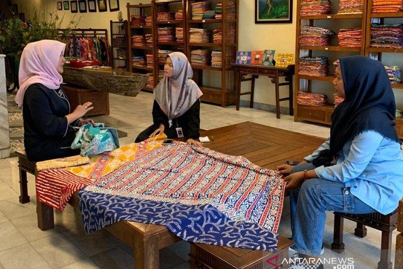 Usaha Batik Tabir Riau Rani jual 50-100 lembar kain batik/bulan