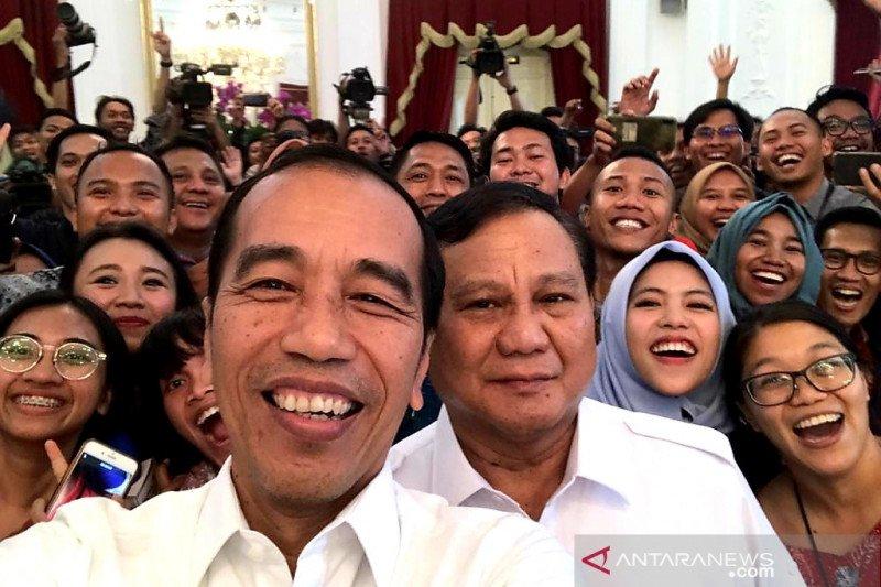 Usai pertemuan, Jokowi dan Prabowo swafoto bersama wartawan