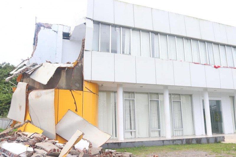 Pemkot Ambon lakukan verifikasi bangunan kantor yang rusak