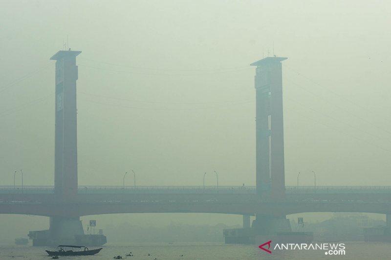 Palembang diselimuti kabut asap