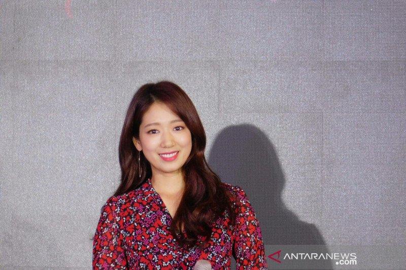 Park Shin-hye padukan riasan-busana saat sapa penggemar di Jakarta