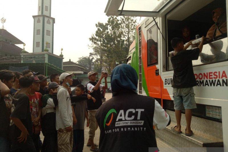 Makanan gratis dibagikan ACT kepada dhuafa dan anak jalanan Sumsel