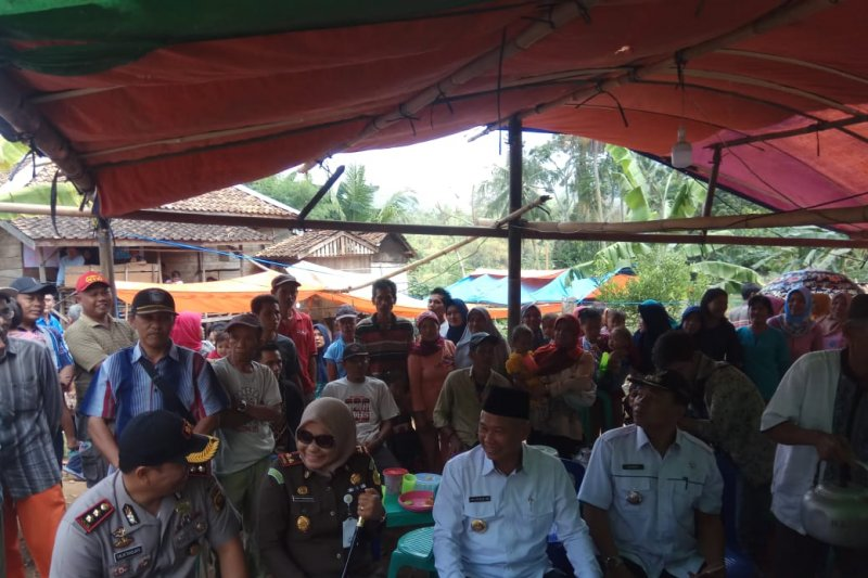 Bupati OKU Timur sambangi Desa Mendah tinjau pembangunan infastruktur