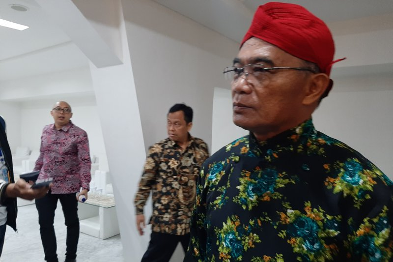 Mendikbud minta masyarakat doakan kesembuhan Wiranto