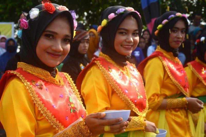 Ribuan peserta pawai budaya meriahkan HUT Bulungan