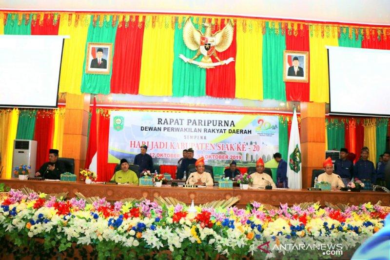 DPRD Siak sidang paripurna HUT ke-20, tokoh pendiri diberi penghargaan