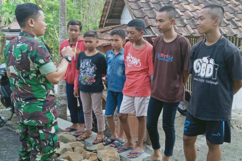 Satgas TMMD bina remaja desa tangkal radikalisme