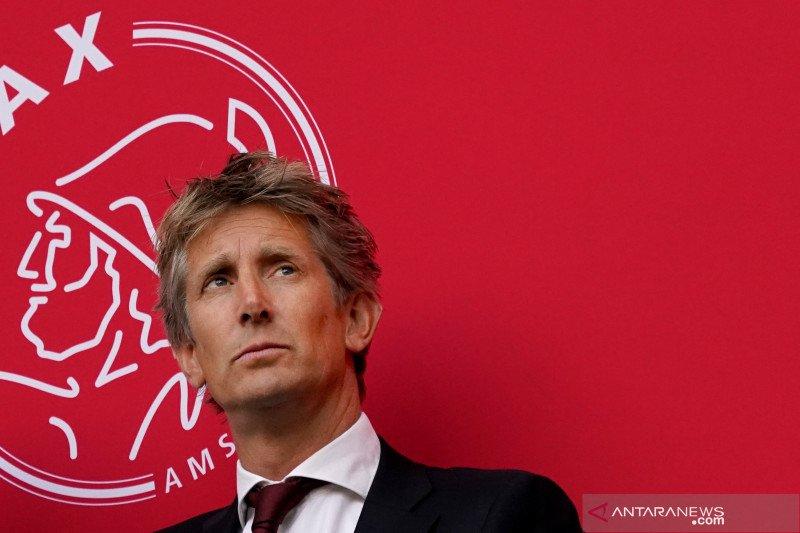 Van Der Sar perpanjang kontrak di Ajax, urung gabung MU