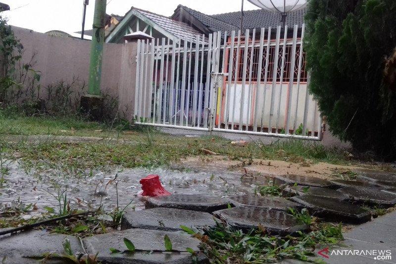 Hujan deras di Pekanbaru disambut syukur