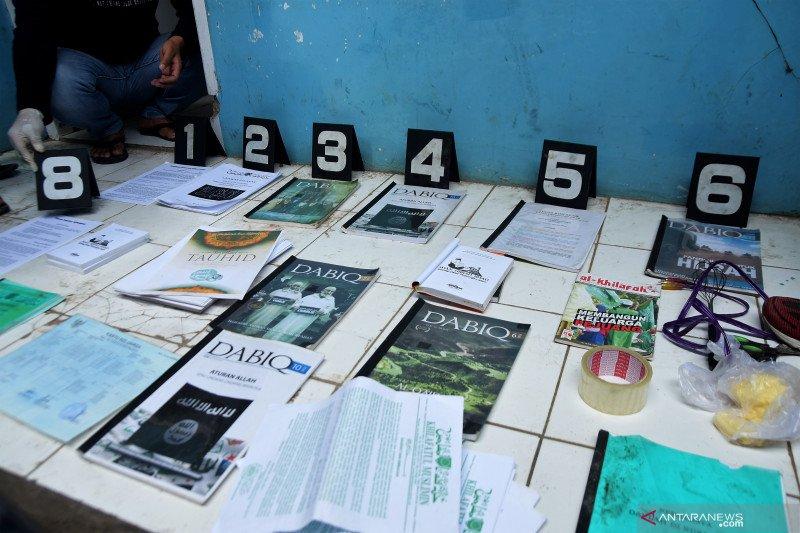 Polisi geledah kontrakan terduga teroris NAS