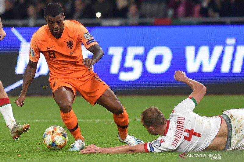 Main di Belarusia, duo Belanda Wijnaldum dan Van Dijk keluhkan kondisi lapangan
