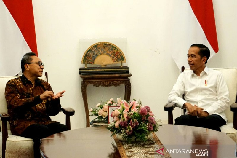 Jokowi dan Zulkifli Hasan bahas amendemen UUD 1945