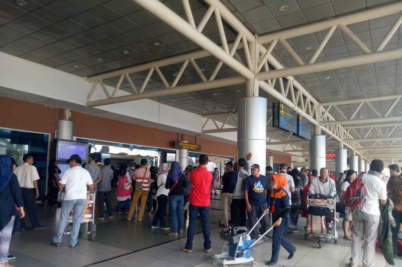 Kabut asap ganggu penerbangan di  bandara Palembang