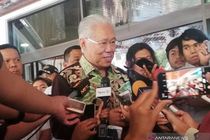 Jenguk Wiranto, Mendag sampaikan simpati dari 16 negara