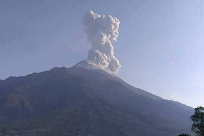 Merapi semburkan awan panas letusan setinggi 3.000 meter