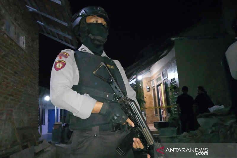 Densus ringkus tiga terduga teroris di Cirebon-Indramayu secara bersamaan