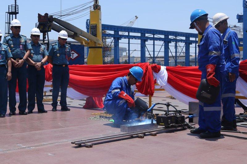 Pemasangan Lunas Kapal Bantu Rumah Sakit