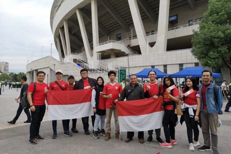 Pelajar Indonesia tempuh perjalanan 320 kilometer demi Timnas