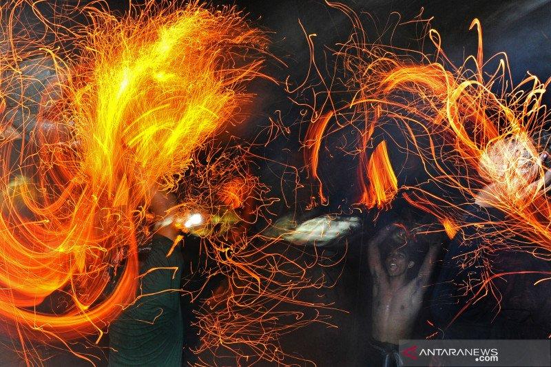 Tradisi perang api