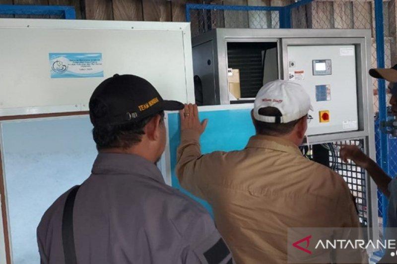 Ministry assists Kotabaru fishermen with ice flake machine