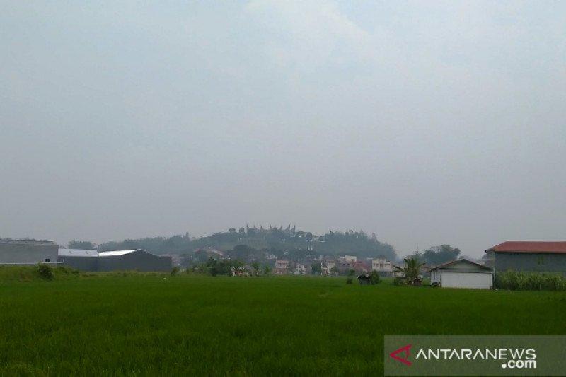 Sebaran asap terpantau di sisi timur Sumbar, penurunan kualitas udara akan meluas