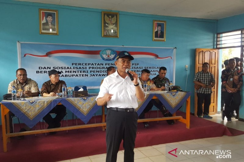 Mendikbud bantu perangkat elektronik untuk sekolah di Jayawijaya