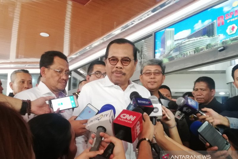 Jenguk Wiranto, Jaksa Agung mengaku bernostalgia