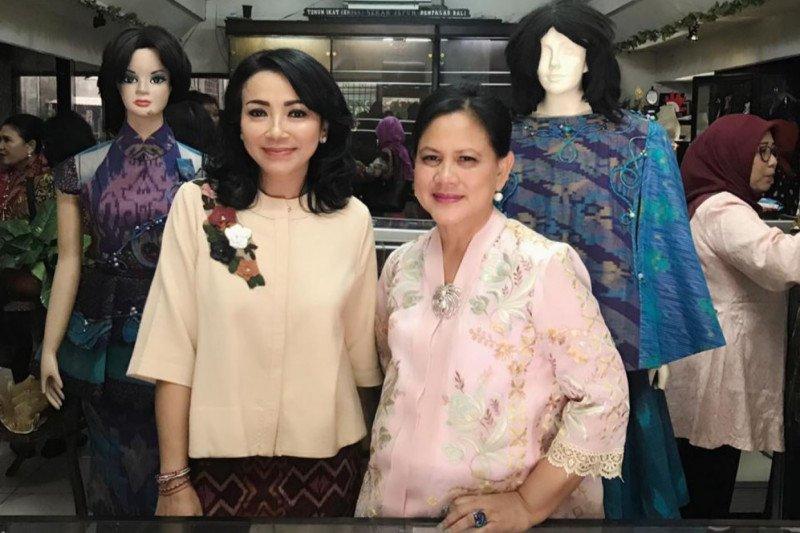 Iriana Joko Widodo kunjungi perajin tenun ikat di Denpasar