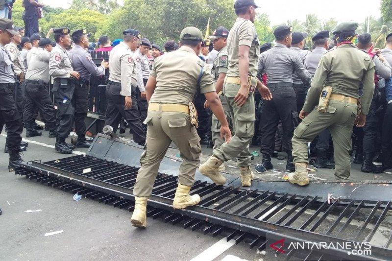 Demo PMII Jember tuntut reforma agraria berakhir ricuh