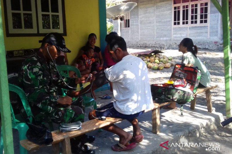 TNI beri pelayanan kesehatan gratis kepada masyarakat di lokasi TMMD