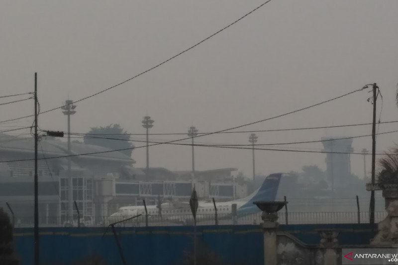 Haze compels two planes return to base