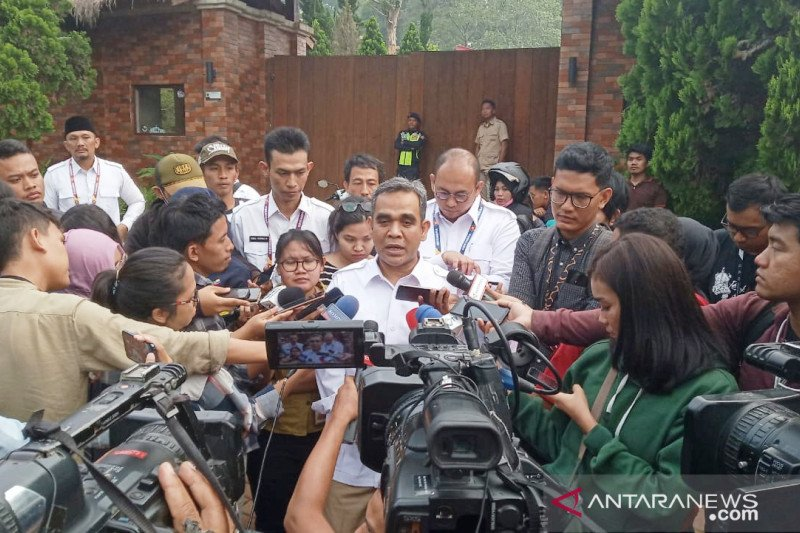 Gerindra official wants Prabowo to join Jokowi's camp