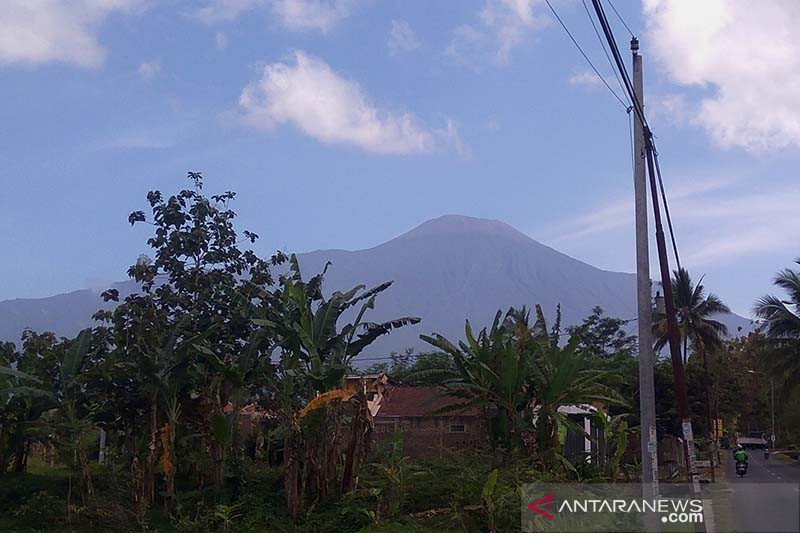 Status waspada, aktivitas Gunung Slamet masih fluktuatif