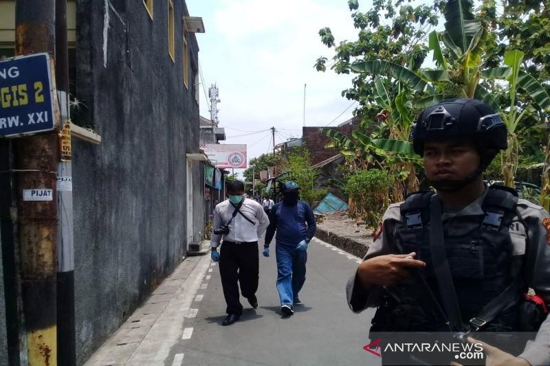 Densus geledah rumah dua terduga teroris di Sukoharjo
