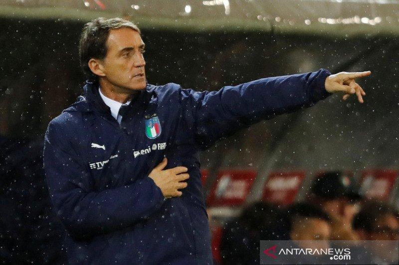 Mancini terhormat  samai rekor pelatih legendaris Italia