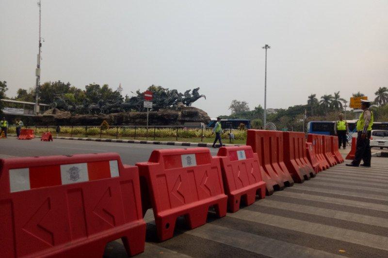 Jelang aksi BEM SI, Akses Jalan Medan Merdeka Barat ditutup