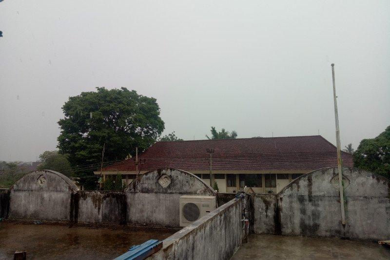 Hujan bersifat korosif kurangi intensitas asap di Kota Palembang