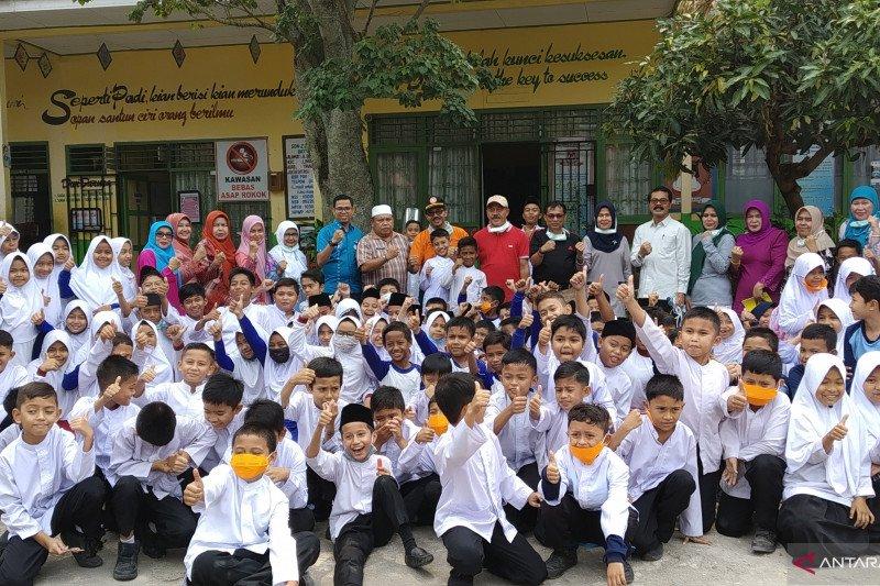 Tanah Datar pulangkan siswa lebih awal, liburkan sekolah dua hari akibat asap
