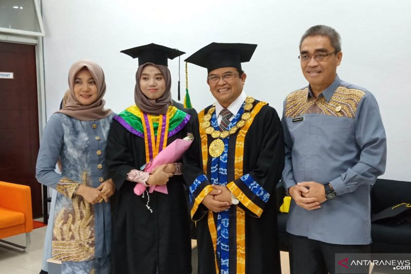 Jaya bahagia sang anak ikuti jejaknya jadi alumni ULM