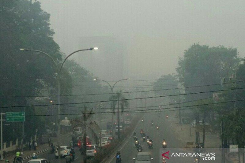 Kabut asap masih selimuti  Palembang meski diguyur hujan