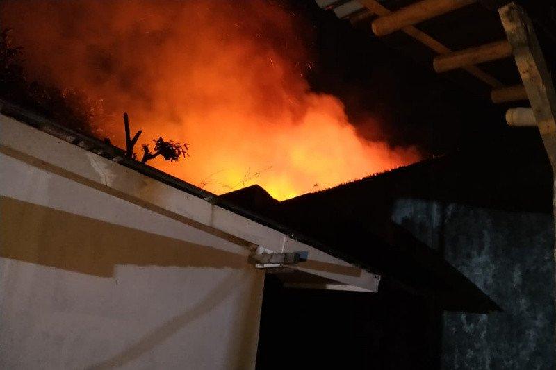Rumah dinas pastor Gereja Santo Yosep Purwokerto terbakar